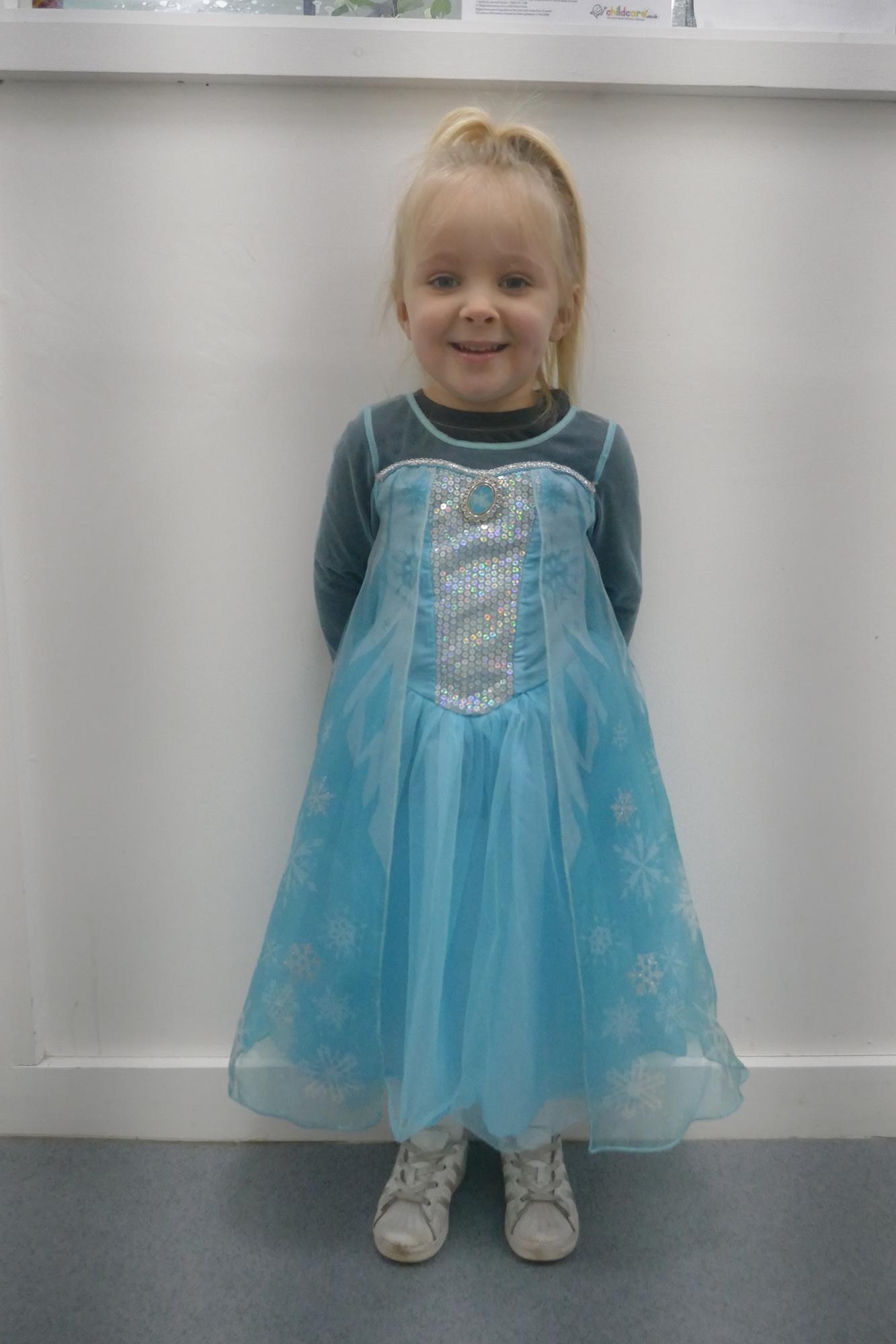 Child dressed as Elsa